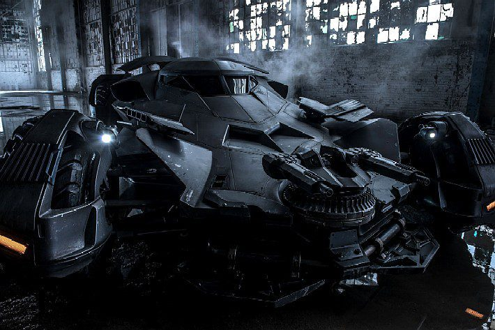 Nova imagem oficial do Batmóvel de Batman vs Superman