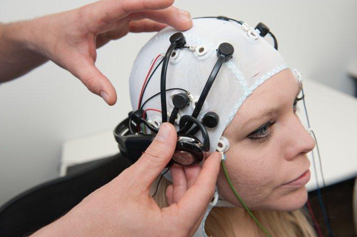 Cientistas conectam cérebro humano à internet pela primeira vez 5