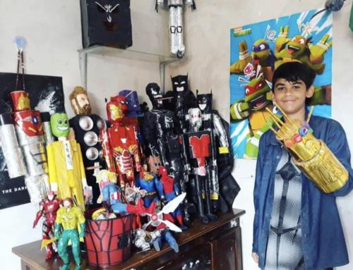 Adolescente usa materiais reciclados e faz mais de 40 bonecos de super heróis
