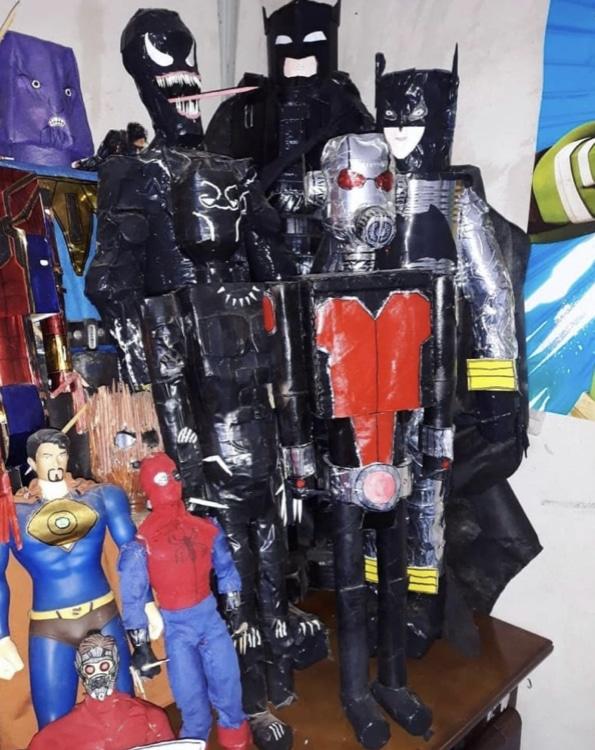 Adolescente usa materiais reciclados e faz mais de 40 bonecos de super heróis 3