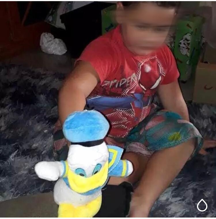 Criança autista recupera seu sorriso graças a uma menininha de 5 anos 6