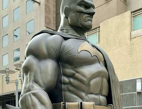 Estátua do Batman é inaugurada na Califórnia