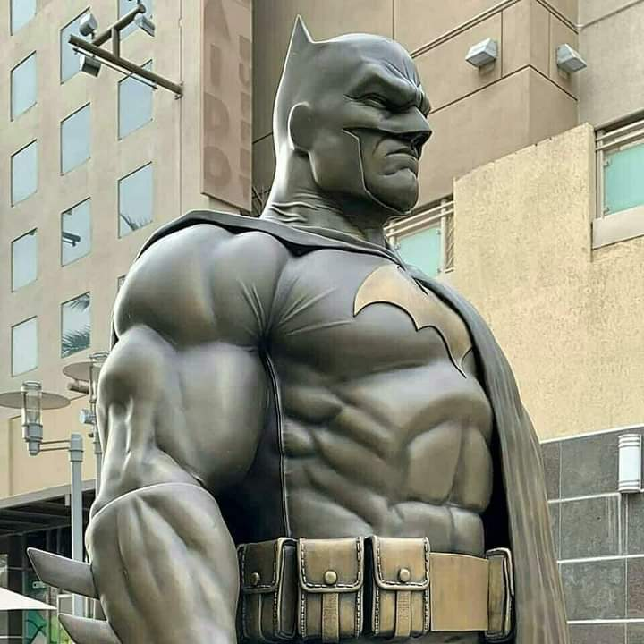 Estátua do Batman é inaugurada na Califórnia 1