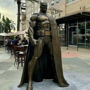 Estátua do Batman é inaugurada na Califórnia 5