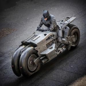 """Imagens de Batmóvel do Batman de Michael Keaton na Batcaverna no filme """"The Flash"""" 9"""