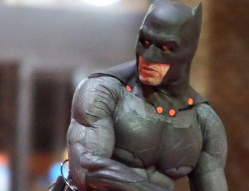 Versão do diretor de 'Esquadrão Suicida' teria mais cenas com o Batman