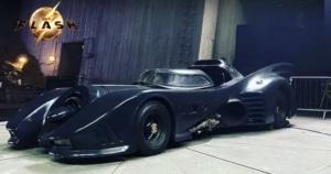 """Imagens de Batmóvel do Batman de Michael Keaton na Batcaverna no filme """"The Flash"""" 7"""