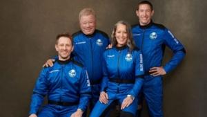 William Shatner, o Capitão Kirk, se torna a pessoa mais velha a ir ao espaço, aos 90 anos 6