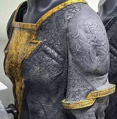 Imagens dos trajes do Adão Negro e Gavião Negro foram divulgadas 5